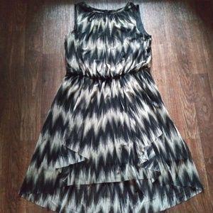 Roz & Ali Sleeveless Chevron Print Dress